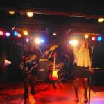 バンドのライブシーン